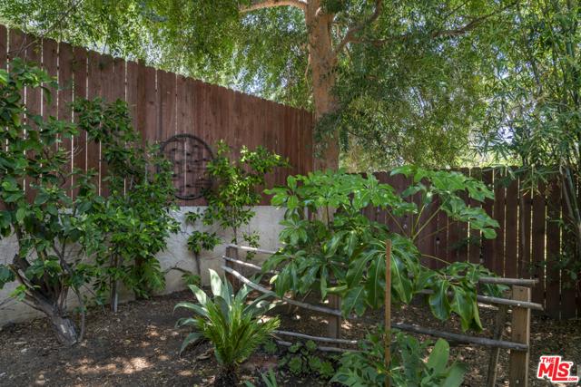 34. 1/2 Mammoth Avenue Sherman Oaks, CA 91423