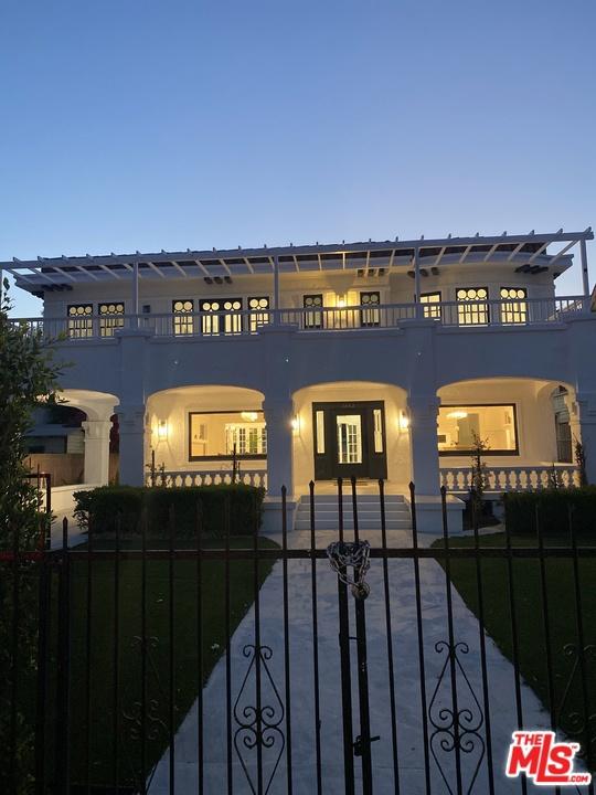 29. 1853 Crenshaw Boulevard Los Angeles, CA 90019