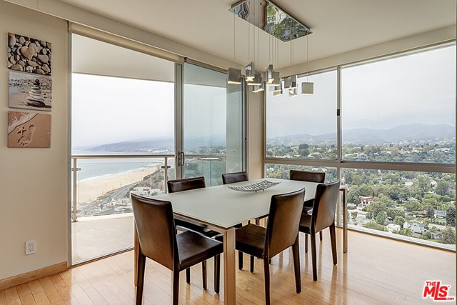 Awe inspiring 270 degree wrap around views from the ocean to Downtown LA. This 3 bed/ 2.5 bath has direct ocean views. 5-star amenities including Valet Parking, 24-hour security, Concierge service, Pool, Gym and Spa. Steps to the beach and world famous restaurants.