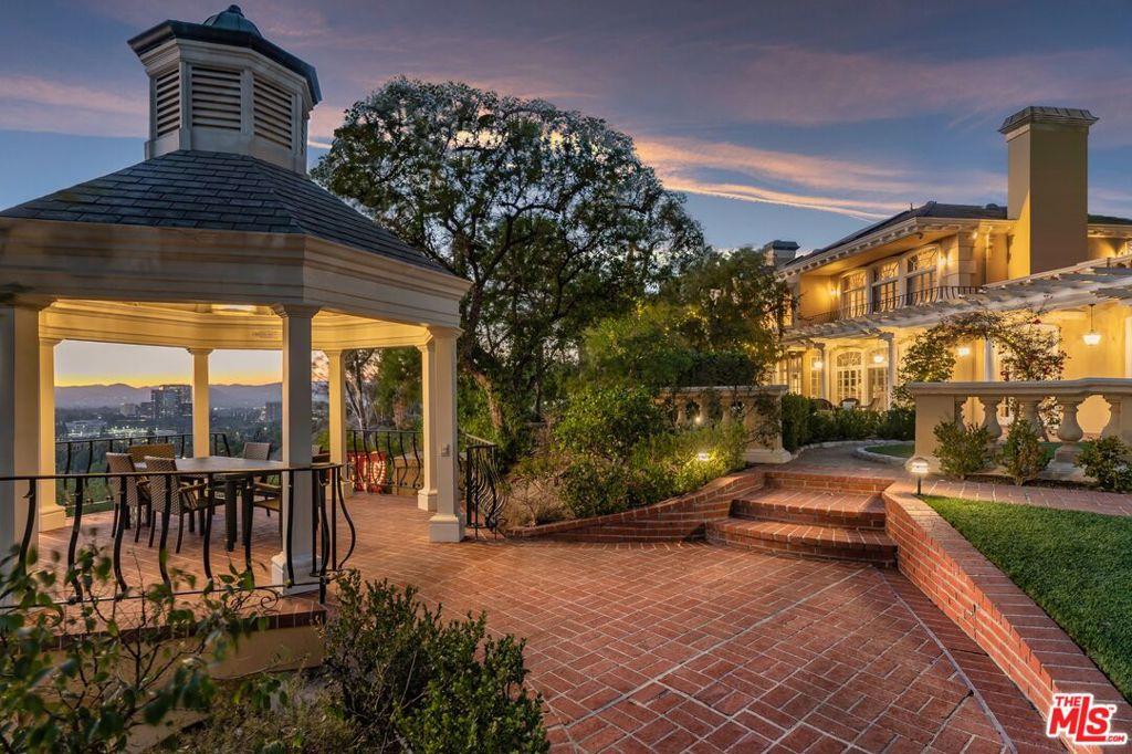 Photo of 5603 Amorita Place, Woodland Hills, CA 91367