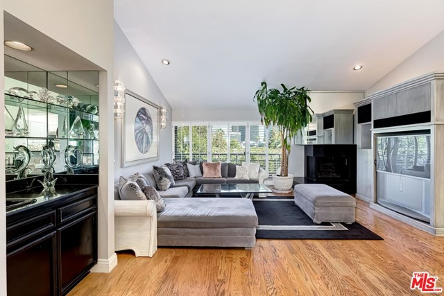 1520 S Beverly Glen Boulevard 602, Los Angeles, CA 90024