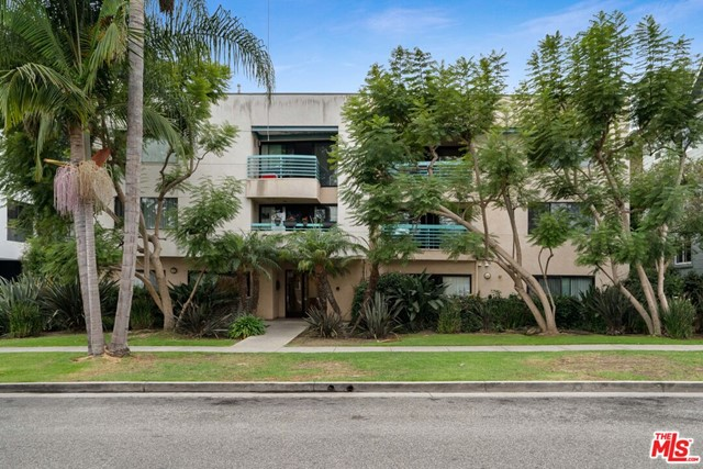 The property features 20,513 square feet of rentable area and is situated on a 15,013-square foot lot. The 20-unit building is composed of two bachelor/one-bathroom units, four one-bedroom/one-bathroom units, one two-bedroom/one-bathroom unit, three two-bedroom/two-bathroom units and ten three-bedroom/two-bedroom units. The building has been well-maintained and offers on-site parking and laundry facilities for tenants.