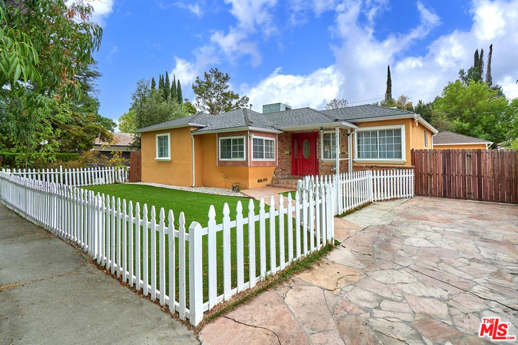 Photo of 18312 Delano Street, Tarzana, CA 91335