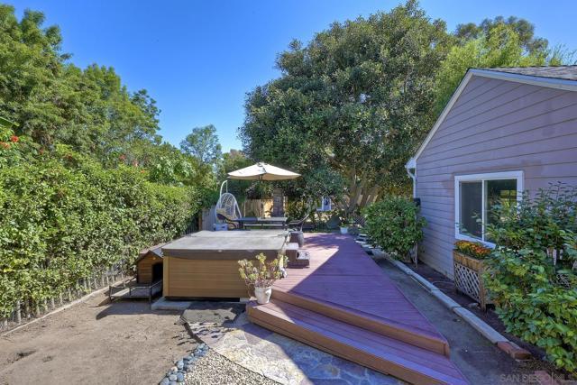 950 Eucalyptus Ave, Vista CA: https://media.crmls.org/mediaz/bf6773a3-18fc-4f8e-a4f3-926cd799e43c.jpg