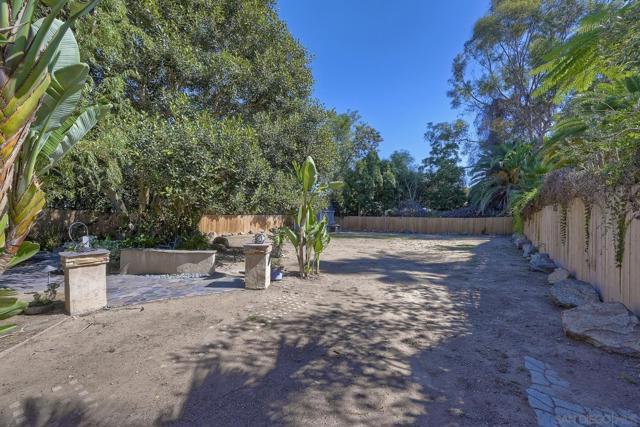 950 Eucalyptus Ave, Vista CA: https://media.crmls.org/mediaz/e7a30c42-22a5-43e1-919a-6ec3ee1a1cea.jpg