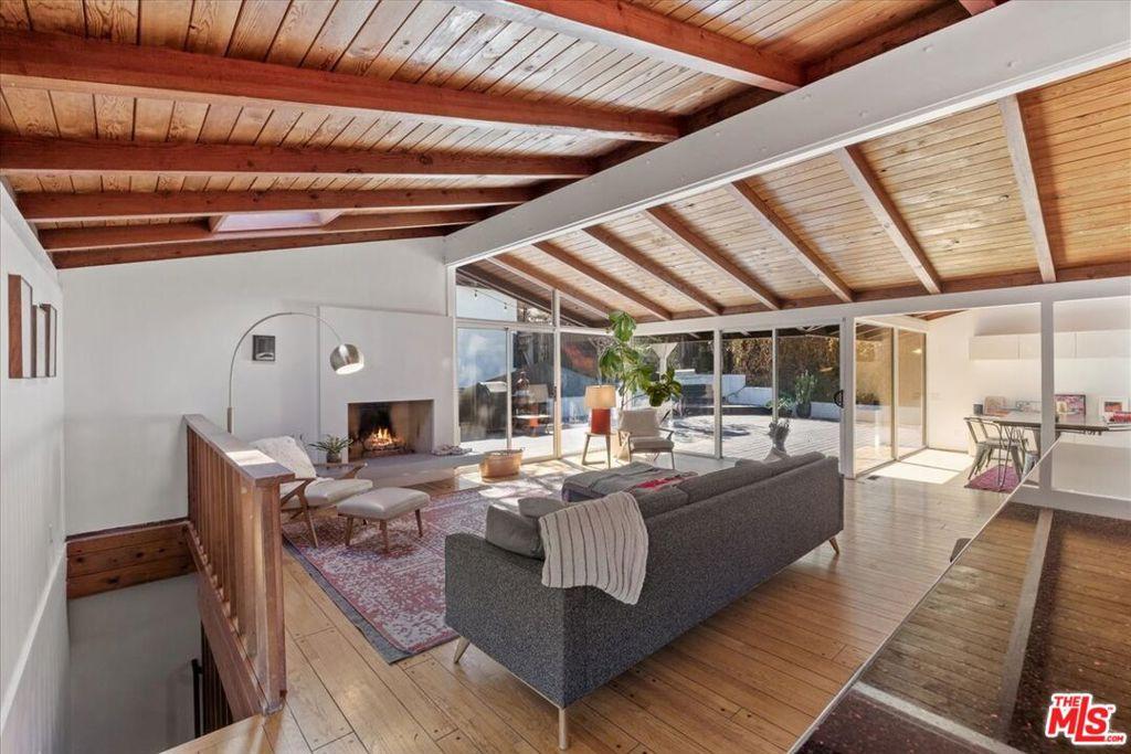 10404 Hebron Lane, Los Angeles, California 90077, 3 Bedrooms Bedrooms, ,2 BathroomsBathrooms,Residential,For Sale,10404 Hebron Lane,21797712